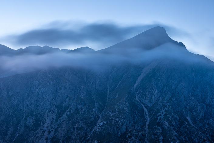 Ora blu sulle pareti del Monte Cafornia